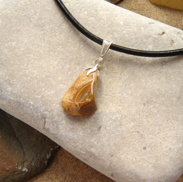 Choker Necklace in Natural Ochre Brown Flint. Natural English flint choker in stone hand-collected on the North East coast of England, hand made. The flint has unusual, attractive markings.