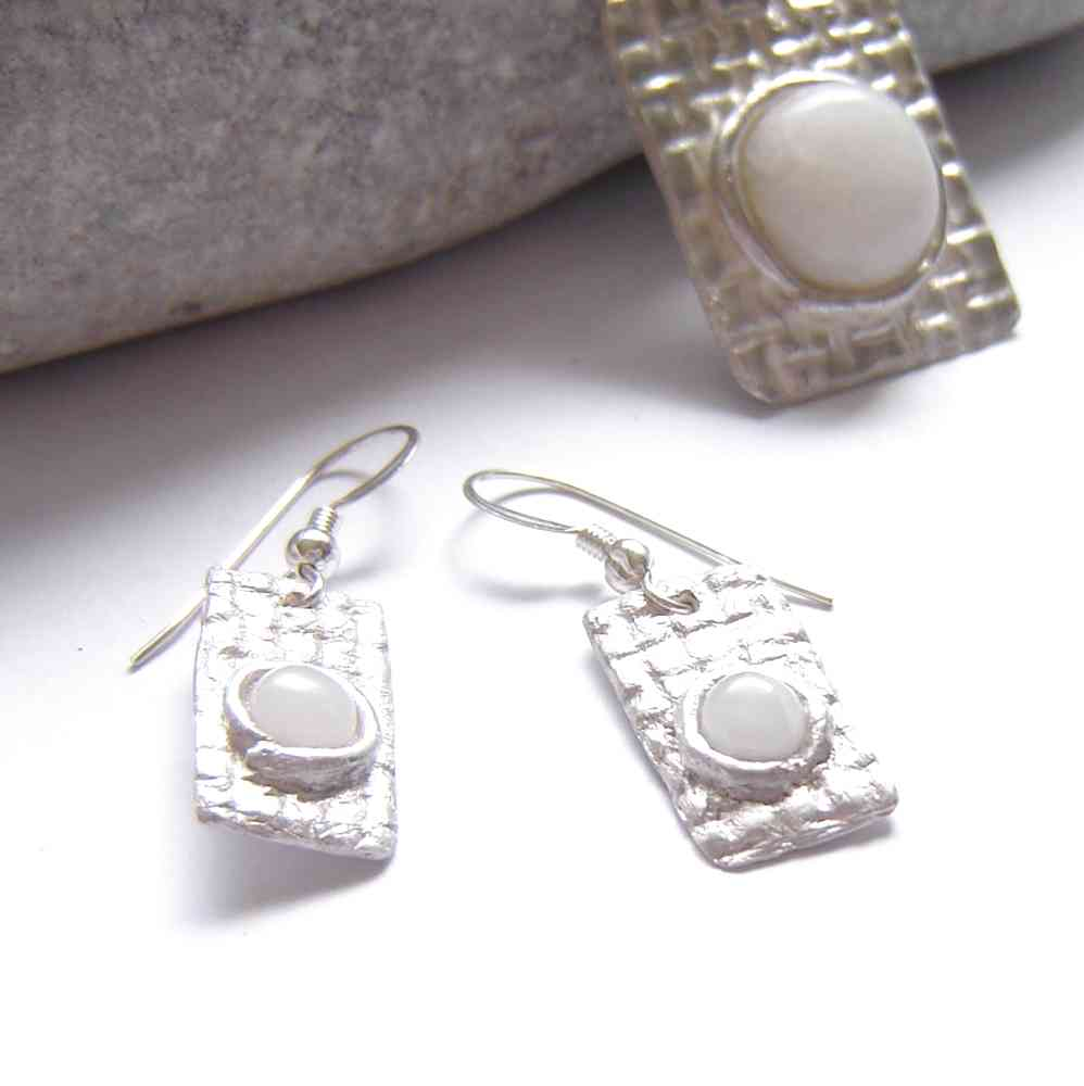 en natural earrings white stone quartz